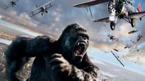 King-Kong tente d'échapper aux avions des militaires