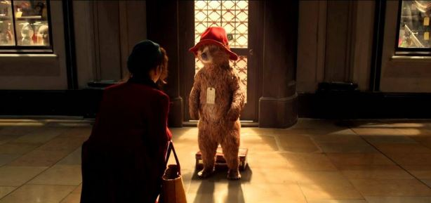 Mme Brown et Paddington à la gare