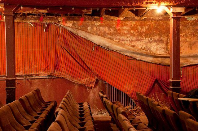 Intérieur de l'Eden Théâtre de la Ciotat avant rénovation