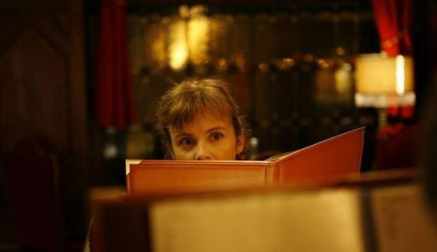 Isabelle Carré scène au restaurant Les émotifs anonymes