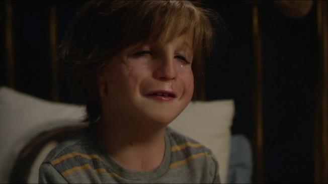 Wonder Auggie pleure