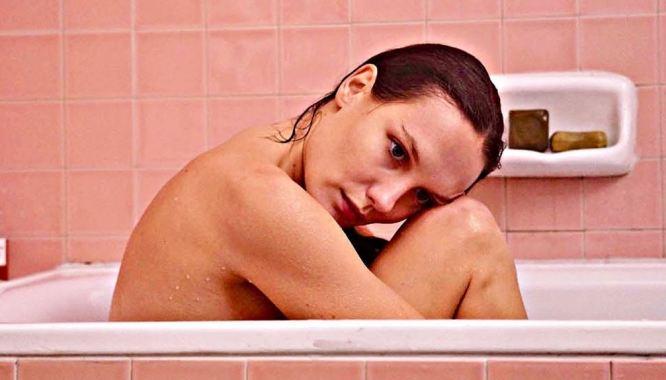 Deux moi Mélanie dans son bain