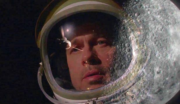 Reflet lune dans le casque de Roy McBride AdAstra