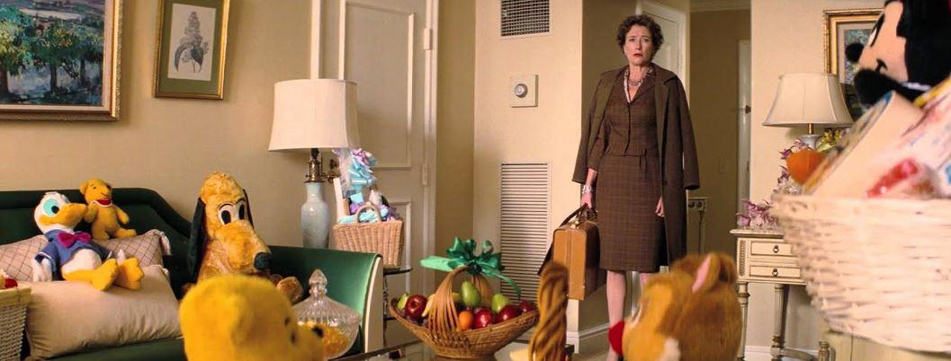 Pamela L. Travers dans sa chambre d'hôtel